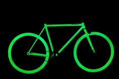 Todo lo que se te ocurra puede brillar en la oscuridad. Haz más seguro tu trayecto en bicicleta con el spray fotoluminiscente.