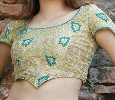 NaliniAnbarasu's Sewing princess seam blouse making and pattern Blouse Neck Patterns, Sari Blouse Designs, Make Your Own Clothes, Diy Clothes, Princess Cut Blouse Design, Sewing Stitches By Hand, Latest Saree Blouse, Blouse Tutorial, Sewing Blouses
