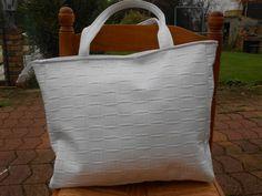 Sac cabas en skaï souple blanc avec fermeture éclair : Autres sacs par christelle-mg-creation