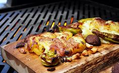 Smashed Potatoes | Kalamazoo Outdoor Gourmet | Recipes Garlic Baked Potatoes, Red Potato Recipes, Perfect Grill, Fire Grill, Potato Sides, Roasted Vegetables, Cooking Time, Gourmet Recipes