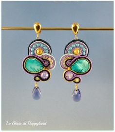 Soutache earrings with mother of pearl , Swarovski and gold. Cords are too contrasty and look thin Soutache Pattern, Soutache Tutorial, Soutache Necklace, Diy Necklace, Copper Accessories, Imitation Jewelry, Jewelry Patterns, Crystal Jewelry, Earrings Handmade
