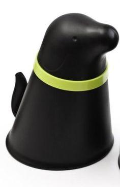 Qualy Black Dog Food Bowl by Qualy, http://www.amazon.com/dp/B00529DC72/ref=cm_sw_r_pi_dp_oZJUqb1KBDAST
