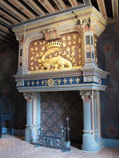 Château de Blois - Aile François 1er - Cheminée avec la salamandre de François 1er et chenets