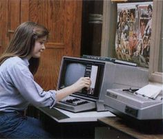 State of Technology, 1982 Model II Computer with Floppy Disk Alter Computer, Retro Arcade Machine, Apple Ii, Old Technology, Floppy Disk, Old Tv, Long Time Ago, Tv On The Radio, Life Images