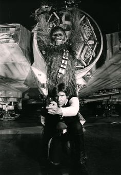 I actually haven't seen this behind-the-scenes Han & Chewie pic before - Star Wars Ewok - Ideas of Star Wars Ewok - I actually haven't seen this behind-the-scenes Han & Chewie pic before Star Wars Film, Star Trek, Star Wars Cast, Space Ghost, Harrison Ford, Han Solo And Chewbacca, Star Wars Episode Iv, Movies And Series, Ewok