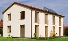 Holzfenster, rotes Dach, gelbe Fassade Raab-Poesing_gesamt-c70b6a1b5a1160f3247439f3f0ccf433.jpg (560×336)