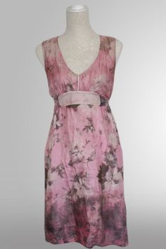 Strap crepe dress with v-neck. Empire, romantic style, chiffon and silk, flower motive details, sleeveless, knee length and inner lining