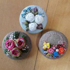여름엔옷이얇으니까~조그만브로치로'뽀인트'주는건어떨까싶어서만들어봤네요~ㅣ#프랑스자수 #소품 #미니악세사리 #embroidery # mini brooch #dailylife #flower