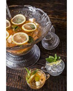 """169 curtidas, 1 comentários - @prazeresdamesa no Instagram: """"Drinque para compartilhar com todos. Encontre a receita de ponche, do Ici Brasserie, no #sitepdm ou…"""""""