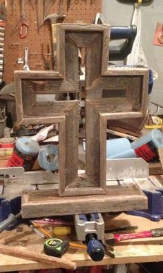 Kids Woodworking Projects, Scrap Wood Projects, Diy Woodworking, Wood Projects For Beginners, Wood Working For Beginners, Rustic Cross, Wooden Crosses, Wooden Crafts, Wood Pallets