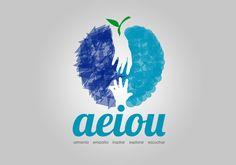 Logotipo con forma de manzana para la escuela de padres, educación AEIOU, by Blanca Marcet, from MediaGrafics
