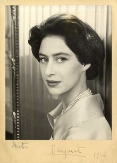 Margaret, She looks a bit like Liz Taylor! Royal Family History, Princesa Margaret, Margaret Rose, Queen Margrethe Ii, Prince Phillip, Black And White Portraits, The Crown, Queen Elizabeth Ii, Royal Fashion