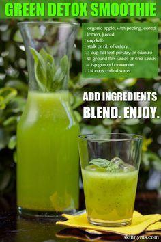I love this Green Detox Smoothie recipe! It keeps sugar cravings away for hours! #nosugar #detox #smoothie