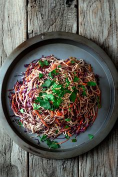 This is a great salad for when you fire up the BBQ and decide to cook some steaks. It& also terrific along side some . Easy Salads, Healthy Salad Recipes, Vegetarian Recipes, Vegetable Noodles, Vegetable Recipes, Vegan Japanese Food, Asia Food, Different Salads, Soba Noodles