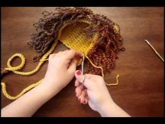 This tutorial explains how to make the loops, ties and the ears of the lion. This tutorial is not for beginners.