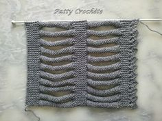 Comment former la tresse - Patty crochète Knitting Stitches, Knitting Patterns, Crochet Patterns, Hairpin Lace Crochet, Braided Scarf, Stitch Witchery, Kids Dress Patterns, Crochet Wool, Knit Cowl