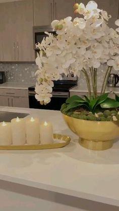 Diy Flowers, Flower Decorations, Flower Diy, Table Decorations, Fake Flowers Decor, Orchid Arrangements, Artificial Flower Arrangements, Diy Crafts For Home Decor, Creation Deco