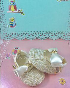 Girls Glitter Shoes, Pearl Earrings, Pearls, Jewelry, Fashion, Pearl Drop Earrings, Moda, Jewlery, Bijoux