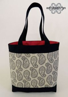 Simple DIY Tote bag project. Tutorial from designer amykathryn handbags makes it easy for you to be a DIY tote bag designer.