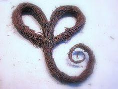 Suvikumpu: Risusydän Nature Decor, Door Wreaths, Garden Art, Diy And Crafts, Christmas Wreaths, Letters, Door Hangers, Advent, Swag