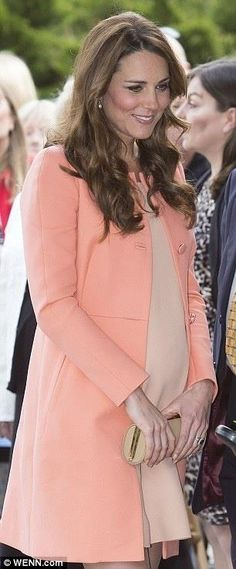 A very pregnant Kate Middleton #katemiddleton #royalbump #maternitystyle