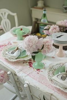 I love the shabby chairs -pink peonies - GREEN dishes.makes me happy! Shabby Chic Dining, Shabby Chic Kitchen, Shabby Chic Cottage, Shabby Chic Homes, Cottage Style, Vintage Kitchen, Romantic Cottage, French Cottage, Rose Cottage