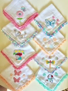 Servilletas para daño Baby Set, Baby Baby, Crochet Towel, Crochet Baby, Butterfly Clip Art, Baby Burp Cloths, Crochet Borders, Knitting Wool, Baby Pillows