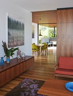 abstract, wood & mid-century awesomeness (Flipped House by MCK Architecture) Mid Century Modern Design, Mid Century Modern Furniture, Modern House Design, Midcentury Modern, Danish Modern, Modern Retro, Estilo Interior, Mid-century Interior, Interior Architecture