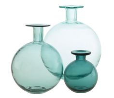 LUNDI vases in mouth-blown glass. As the size increases, the glass becomes thinner the colour more translucent