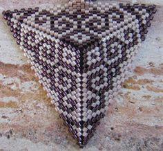 Ildikó gyöngyvilága: Peyotte háromszög - ornament