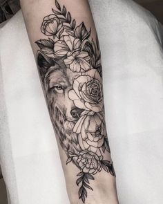 flowery Wolf did in Isa, thank you for the opportunity and the 💫 exchange AGENDA OPEN Sao Jose do Rio Preto São Paulo . Music Tattoos, Body Art Tattoos, Small Tattoos, Tattoo Ink, Wolf Tattoos For Women, Sleeve Tattoos For Women, Wolf Tattoo Design, Tattoo Designs, Piercing Tattoo