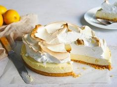 Lemon Meringue Cheesecake by elbaima - This would have to be the easiest cheescake/lemon meringue EVER! - A twist on the usual lemon meringue pie. Brownie Desserts, Mini Desserts, Healthy Desserts, Delicious Desserts, Yummy Food, Tropical Desserts, Party Desserts, Sweet Desserts, Healthy Recipes