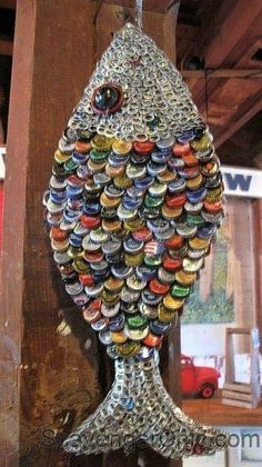 We create with metal lids: 20 DIY ideas - We create with metal lids: 20 DIY ide. - We create with metal lids: 20 DIY ideas – We create with metal lids: 20 DIY ideas Beer Cap Art, Beer Bottle Caps, Beer Caps, Bottle Cap Table, Recycled Art Projects, Recycled Crafts, Diy Projects, Bottle Top Art, Beer Cap Crafts