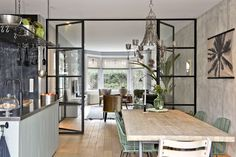 Like these doors as divider to dining and living space Home Living Room, Interior Design Living Room, Interior Livingroom, Kitchen Interior, Style At Home, Steel Doors And Windows, Interior Styling, Interior Inspiration, Home Kitchens