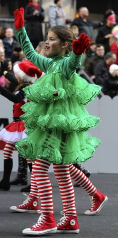 Parade participants in Chicago's annual Thanksgiving parade wear festive holiday. - Parade participants in Chicago's annual Thanksgiving parade wear festive holiday costumes. Christmas Tree Costume Diy, Whoville Christmas, Diy Christmas Tree, Christmas Scenes, Thanksgiving Parade, Thanksgiving Traditions, Whoville Costumes, Christmas Costumes, Diy Costumes