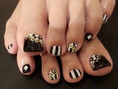 Toe nail art design Black white & gold