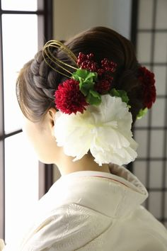 Greatest idea to mix Japanese traditional kimono and western hair style ❤︎ Dress Hairstyles, Wedding Hairstyles, Wedding Kimono, Japanese Wedding, Bridal Hat, Hair Arrange, Japanese Hairstyle, Cute Beauty, Popular Hairstyles