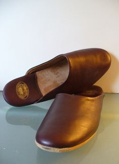 Vintage Draper of Glastonbury Men's Leather Slippers Size 11 by TheOldBagOnline…