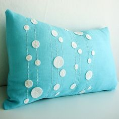 Cute pillow cover. Linen, felt, thread. I could totally make this!