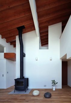 living with pent roof and fire place in Shigaraki