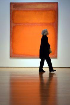 Visitar museos. Me encantar andar por las salas by MARK ROTHKO