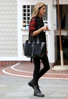 Alessandra Ambrosio - this bag is amaze!
