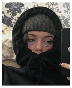 Bad Girl Aesthetic, Aesthetic Grunge, Aesthetic Anime, Girl Photo Poses, Girl Photography Poses, Photo Adolescent, Cute Selfie Ideas, Instagram Pose, Selfie Poses