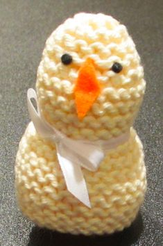Learn how to make a knitted Easter chick and the packaging.
