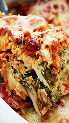 Spinach and Feta Crock Pot Lasagna ~ Layers of spinach, feta and light ricotta nestled between sheets of lasagna noodles.Just throw all the ingredients in the Crock Pot and walk away.