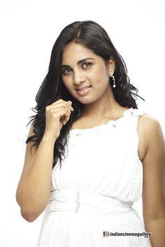 http://www.indiancinemagallery.com/gallery/srushti-dange/Srushti-Dange-stills-from-Puriyaadha-Aanandham-Puthithaga-Aarambam-(6)9227.jpg