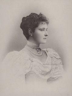 Empress Alexandra of Russia Princess Victoria, Queen Victoria, Grand Duchess Olga, Alexandra Feodorovna, Victorian Hairstyles, Tsar Nicholas Ii, Imperial Russia, Vintage Beauty, Hair Styles