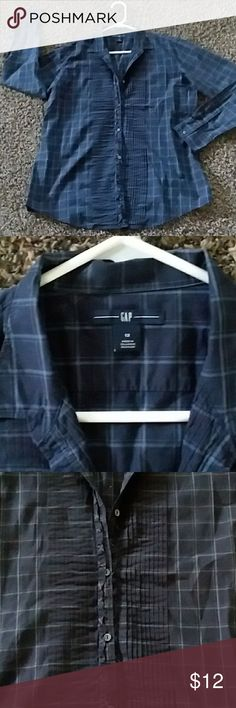 GAP SIZE 12 perfect with jeans This is a button down shirt, get ready for Fall weather with this cute plaid navy shirt GAP Tops Button Down Shirts