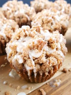 Coffee Cake Banana Bread Muffins - Moist banana muffins with a buttery crumb topping spiced with the perfect amount of cinnamon and drizzled with a creamy vanilla glaze Another great recipe for using up those overripe bananas Beat Bake Eat Banana Coffee Cakes, Coffee Cake Muffins, Banana Crumb Cake, Streusel Coffee Cake, Breakfast Muffins, Mini Muffins, Banana Bread Recipes, Muffin Recipes, Overripe Banana Recipes