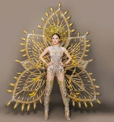 Singer Huong Giang, the Vietnamese representative competing at 'Miss International Queen will present an ornate national costume weighing a hefty at the transgender beauty pageant being held in Thailand. Carribean Carnival Costumes, Carnival Dress, Carnival Outfits, Fantasy Costumes, Dance Costumes, Victoria Secrets, Fairytale Gown, Flower Costume, Recycled Dress